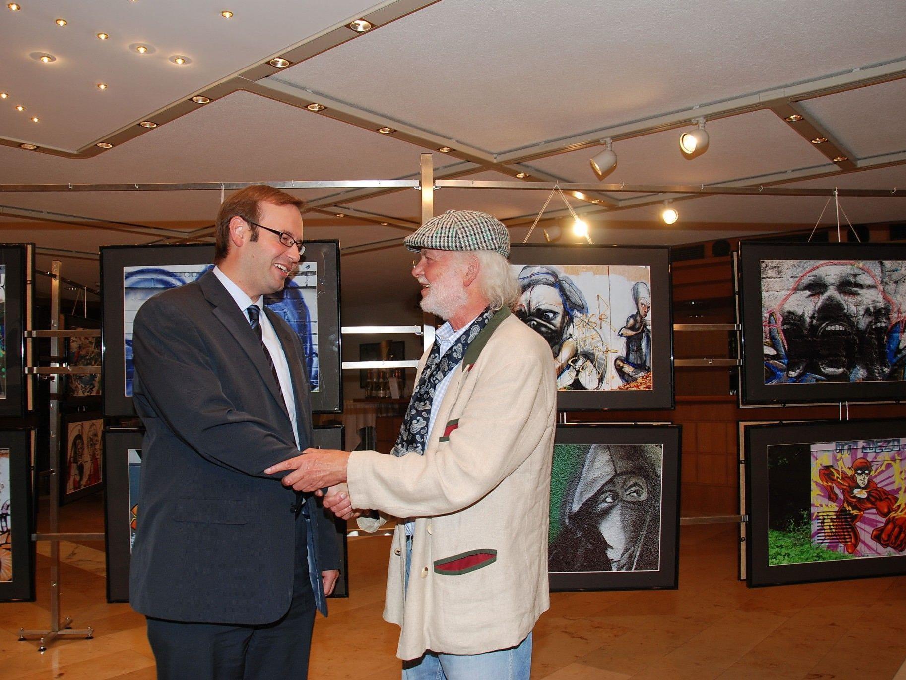 Dietmar Wanko mit GR Daniel Steinhofer, der die Schau eröffnete.