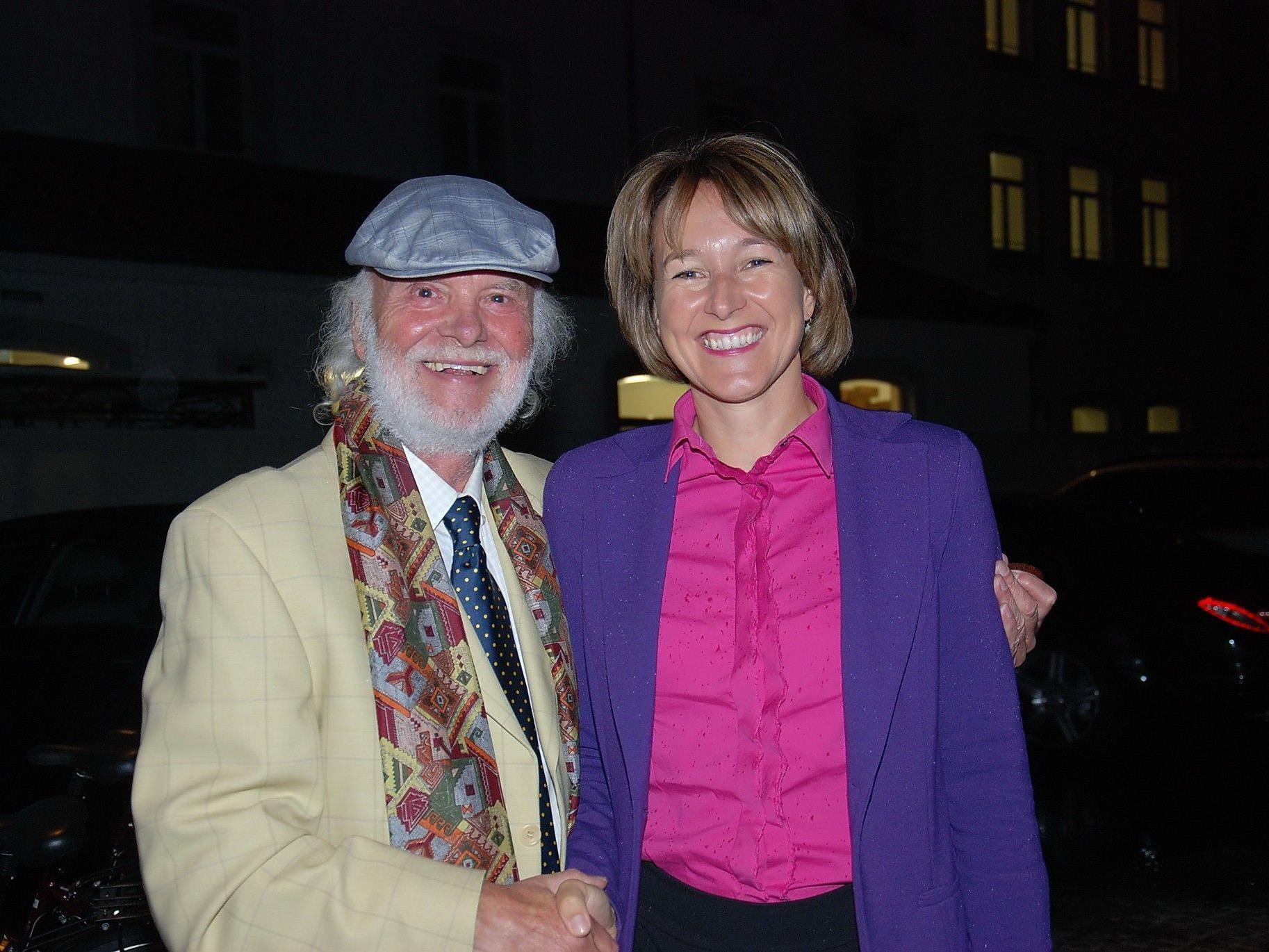 Dietmar Wanko mit Vernissagerednerin Stadträtin Judith Reichart.