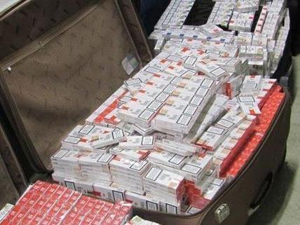 Bei der Kontrolle eines polnischen Linienbusses fanden die Beamten 570 Stangen Zigaretten.