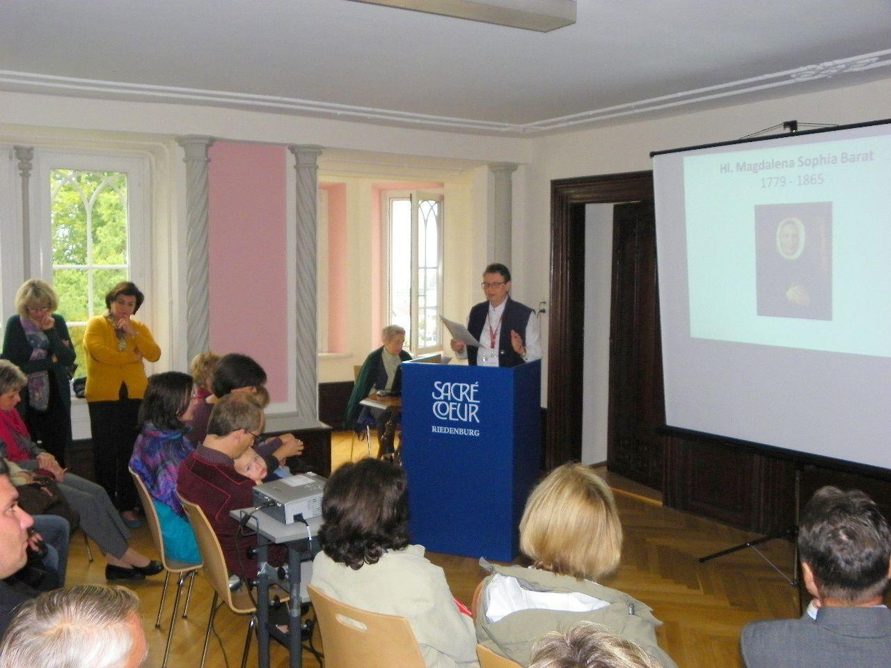 Sr. Dr. Christine Öhlinger informierte über die Entstehungsgeschichte des Sacré Coeur  Sacré Coeur Riedenburg