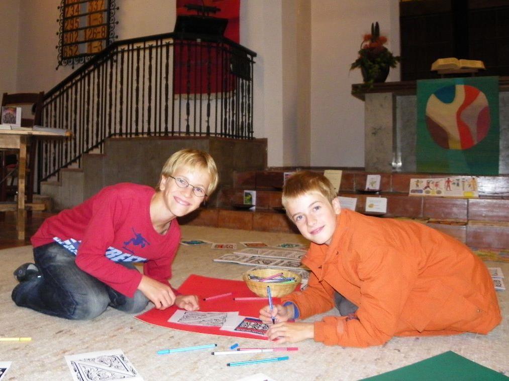 Lenny und Laurits hatten für die BesucherInnen die Initialen ihrer Namen  vorbereitet