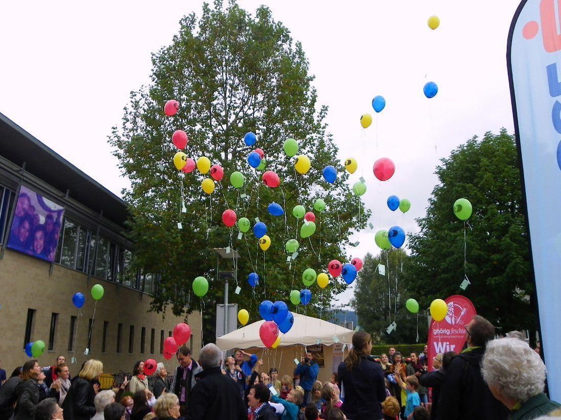 Luftballons starten zur großen Reise