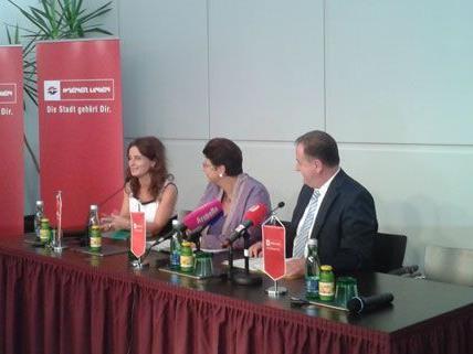 Angela Schneider (links) ist die neue Stimme bei den Wiener Linien
