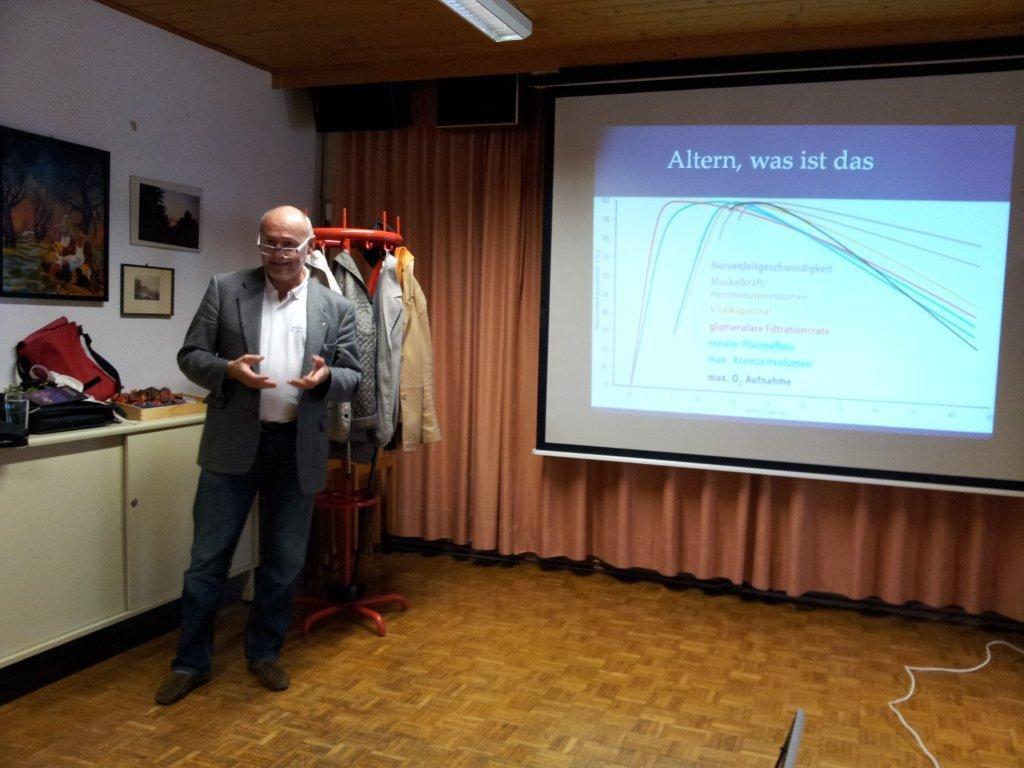 Gespannt lauschte die Zuhörerschaft den Ausführungen von Stadtarzt Dr. Robert Spiegel