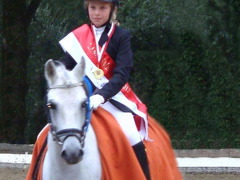 Holte sich den Ponie Dressur Landesmeistertitel, die 11 jährige Annika Schratter aus Sulz.