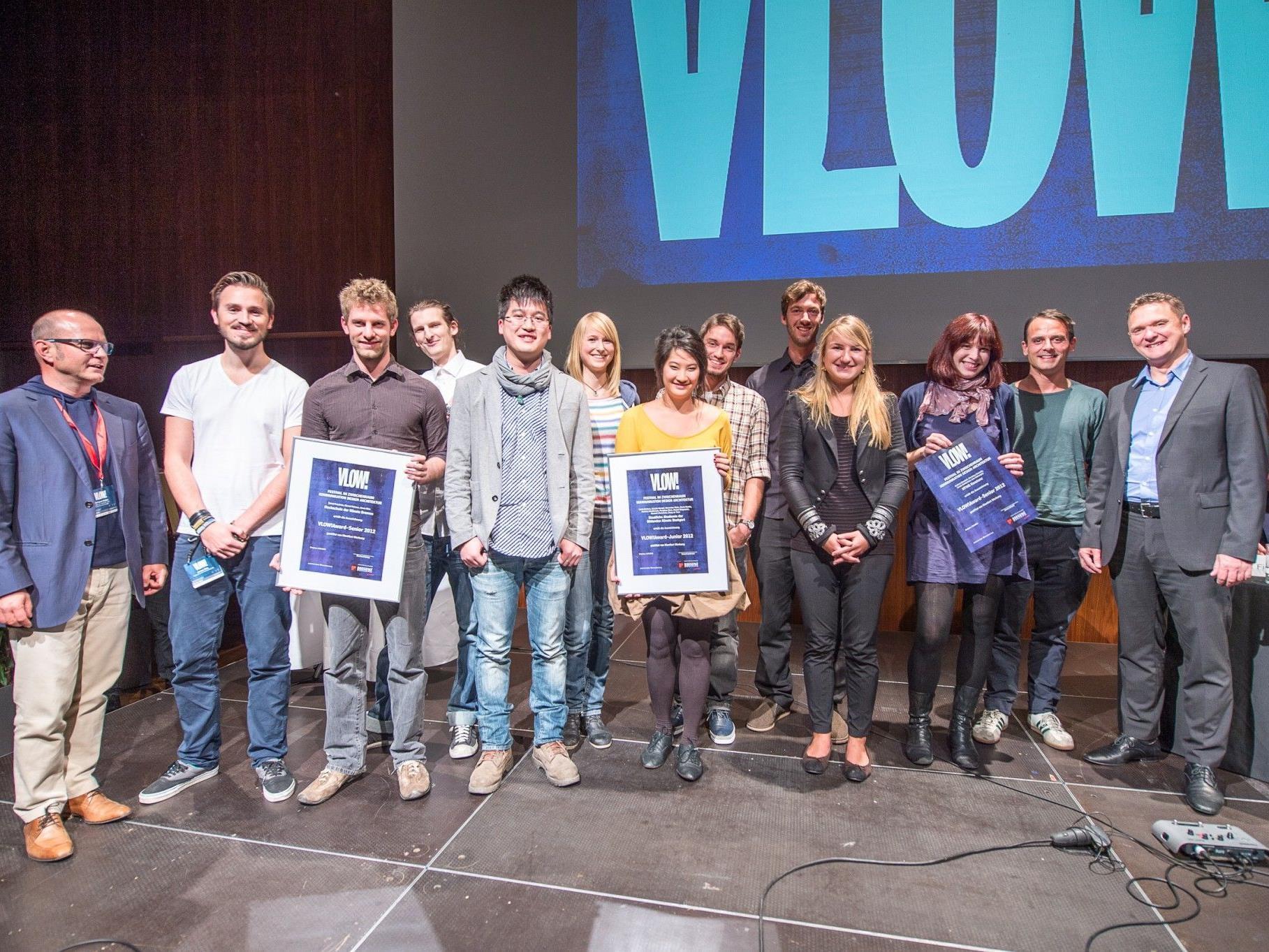 Laudatoren, Juroren und Veranstalter gemeinsam mit den Gewinnerteams aus Konstanz, Stuttgart und Bremen.