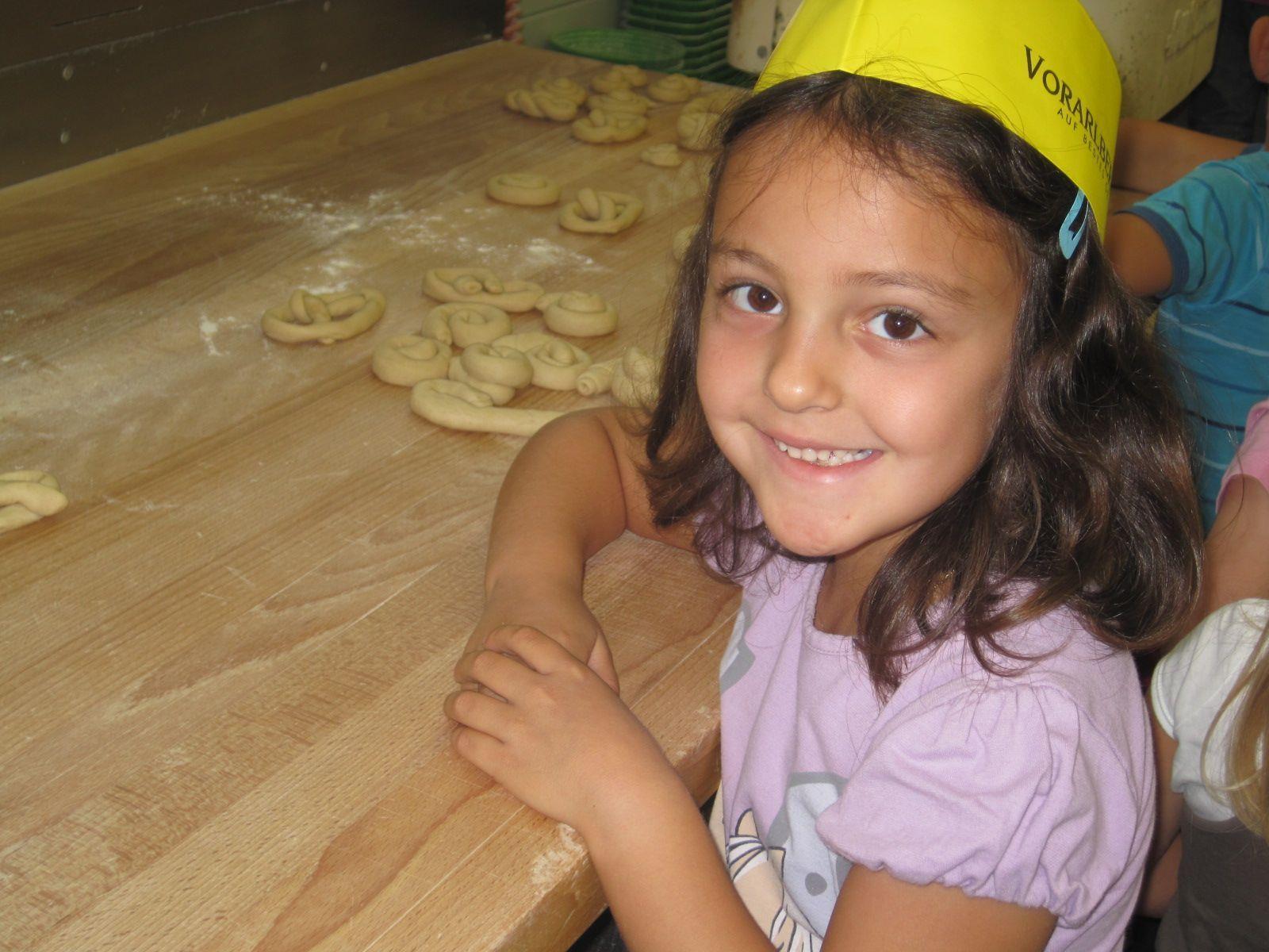 In der Bäckerei Fuchs in Bürs durften die Kinder selbst Bäcker sein.
