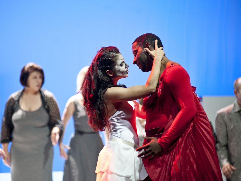 Der Tod und Eros verkörpert von den Tänzern Nylea Mata Castilla und Christopher Rudd