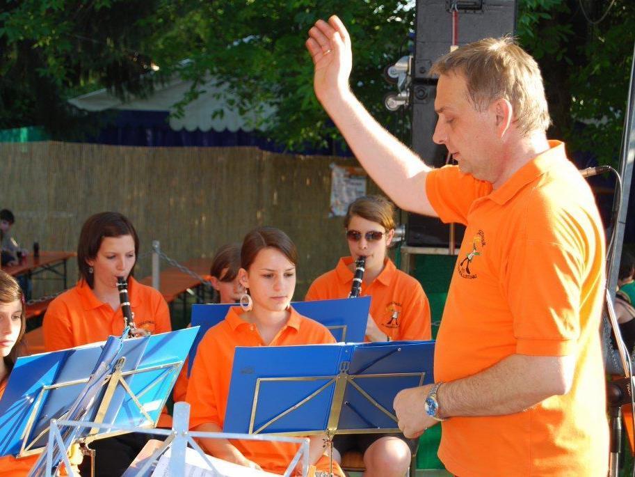 Dirigent Karl-Heinz Schlachter und die Jugendmusik des MV Concordia sind ein eingespieltes Team.