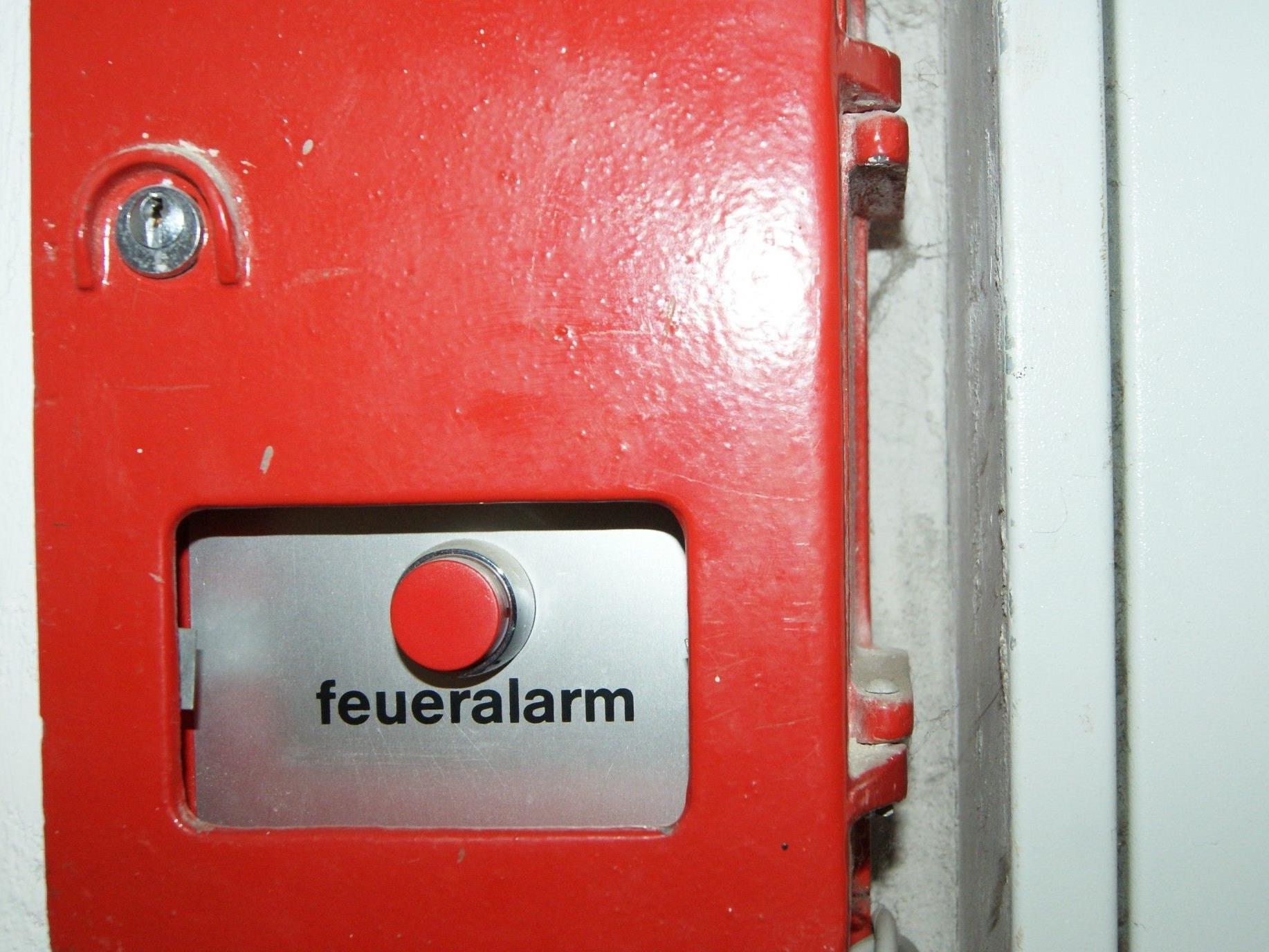 Neben dem üblichen Feueralarm (Probe) waren heute auch die Signale für den Katastrophenfall zu hören.