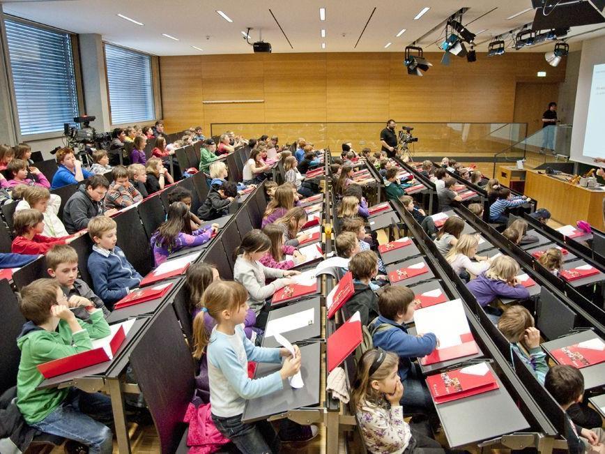 An der KINDERUNI Vorarlberg können Acht- bis Zwölfjährige ihrem Forschungsdrang nachgehen.