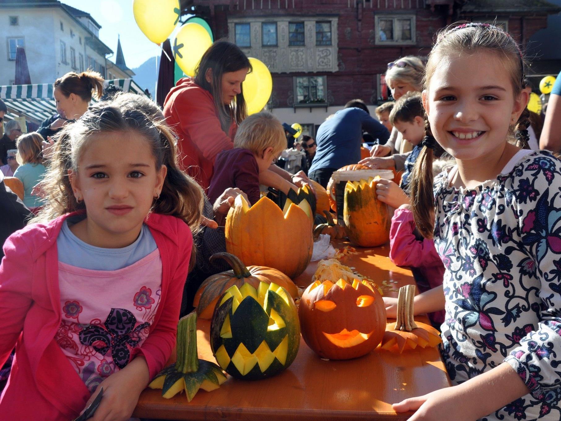 Orange war am Samstag die dominierende Farbe am Marktplatz.
