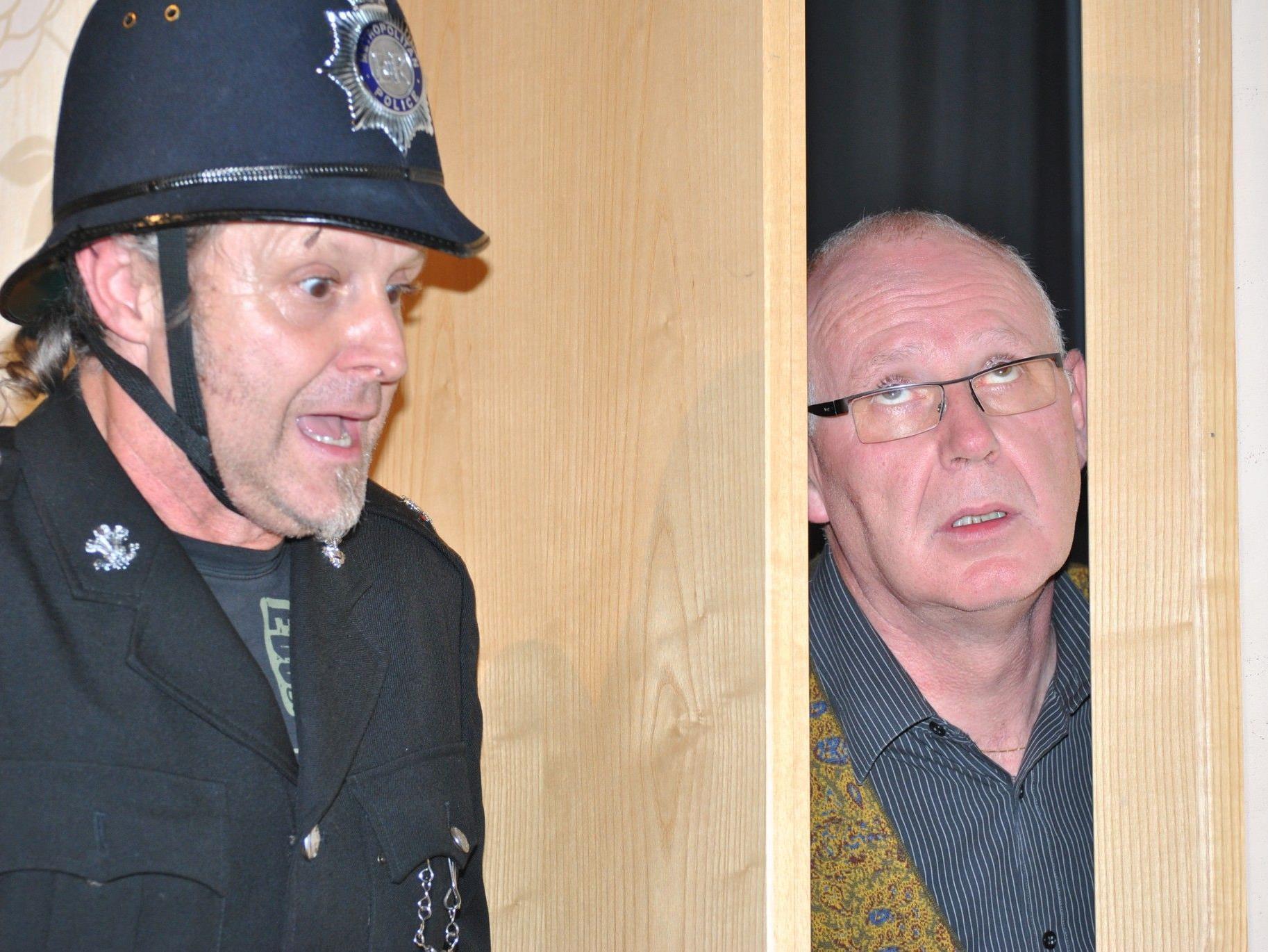 Britischen Humor in Reinkultur präsentieren die Schauspieler des Theatervereins Egg.
