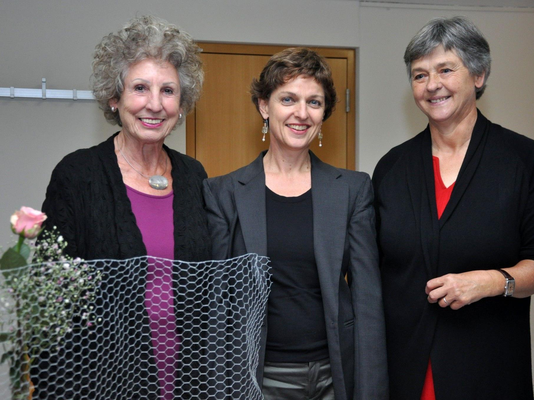 Eva Fitz und Anna Huber hatten die Regisseurin, Schauspielerin und Theaterpädagogin Brigitte Walk als Referentin eingeladen.