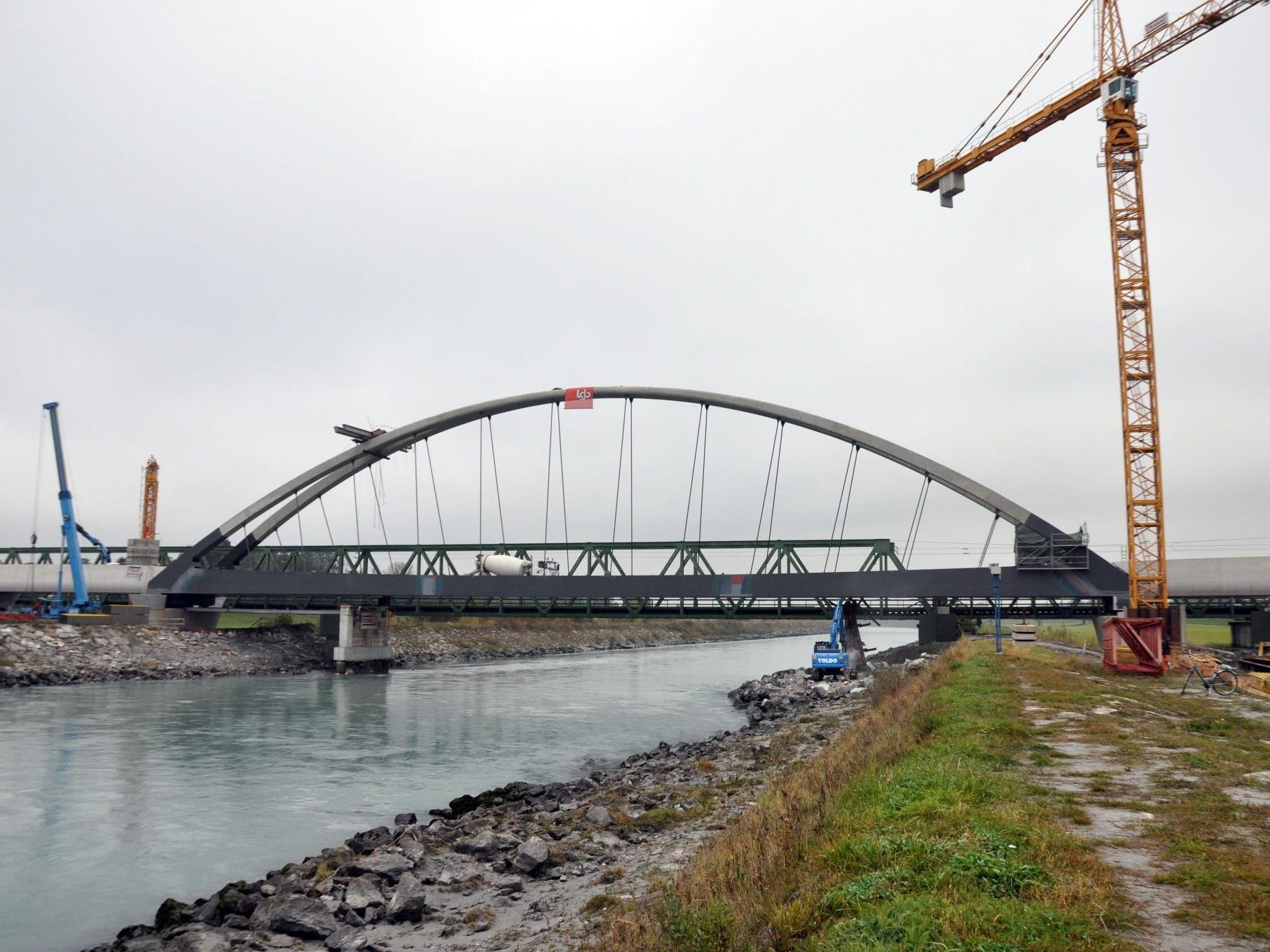 Bereits im November wird mit Vorarbeiten für die Gleisverlegung begonnen.