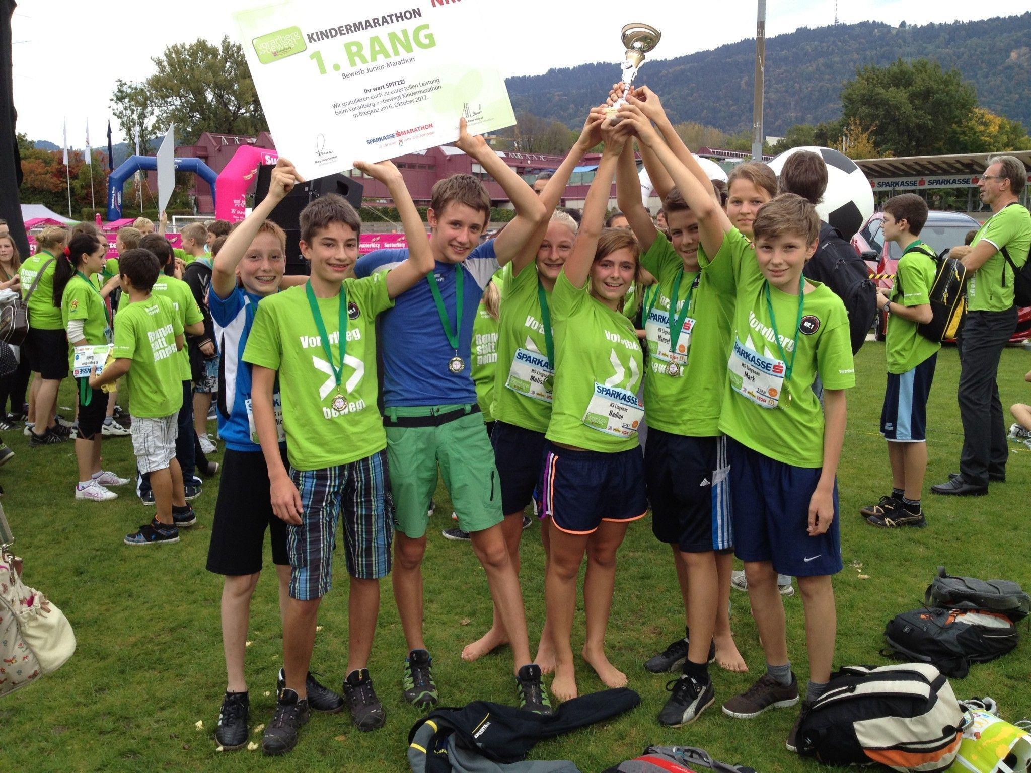 Das Laufteam freute sich riesig über den ersten Platz.