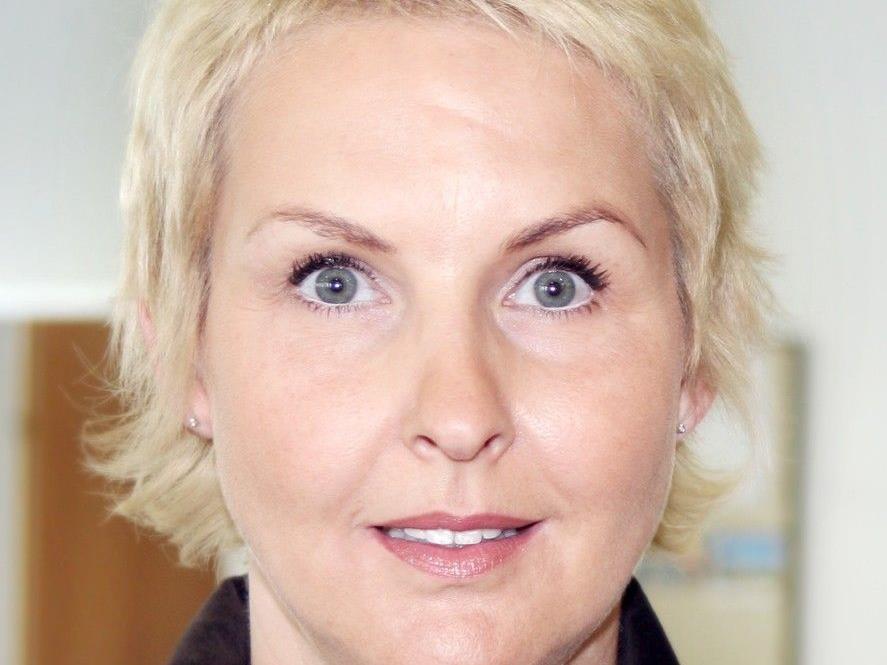"""""""Derzeit nutzen im Bezirk Feldirch über 40 Personen das Angebot zur Höherqualifizierung im Rahmen dieses Projektes"""", sagt Andrea Walch-Riedmann, Geschäftsstellenleiterin im AMS Feldkirch."""