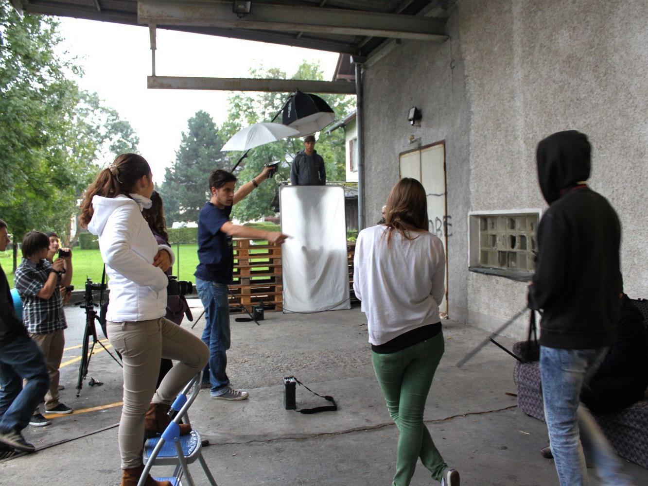 Jugendliche setzten ihre Themen beim aha-Fotoworkshop kreativ um.