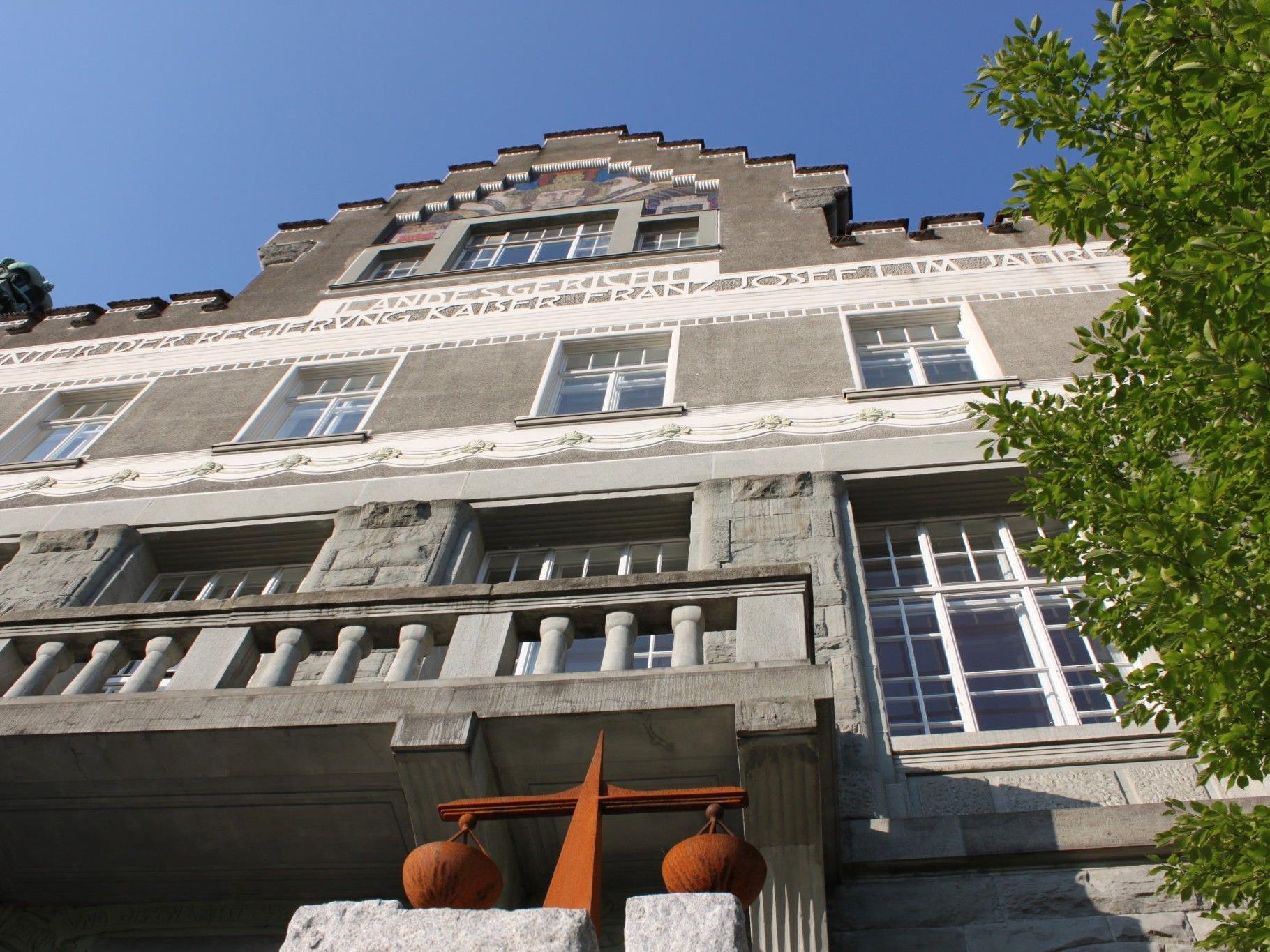 Am 30. Oktober muss sich der junge Bursch vor dem Landesgericht verantworten.