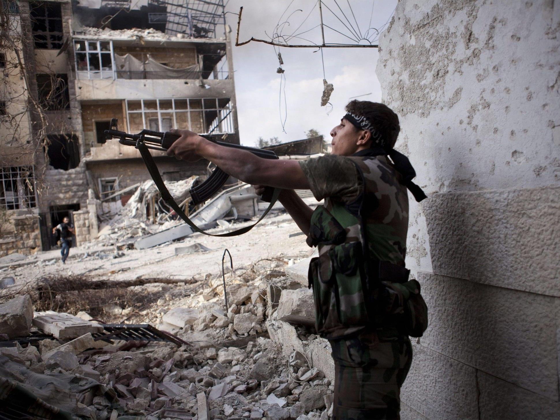 """Ein Kämpfer der """"Freien Syrischen Armee""""."""