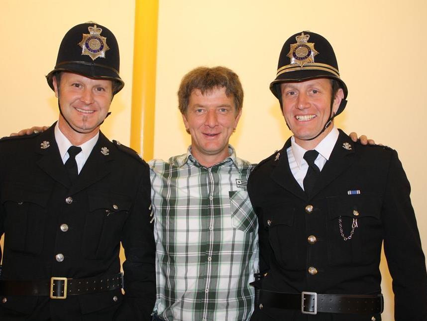 Regisseur Martin Ritter mit dem Polizistenduo Mike Moosbrugger und Bernhard Mayer.