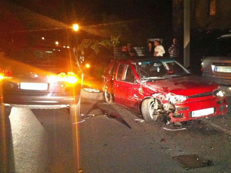 Polizei verfolgte gestohlenes Auto: Unfall auf der Flucht.