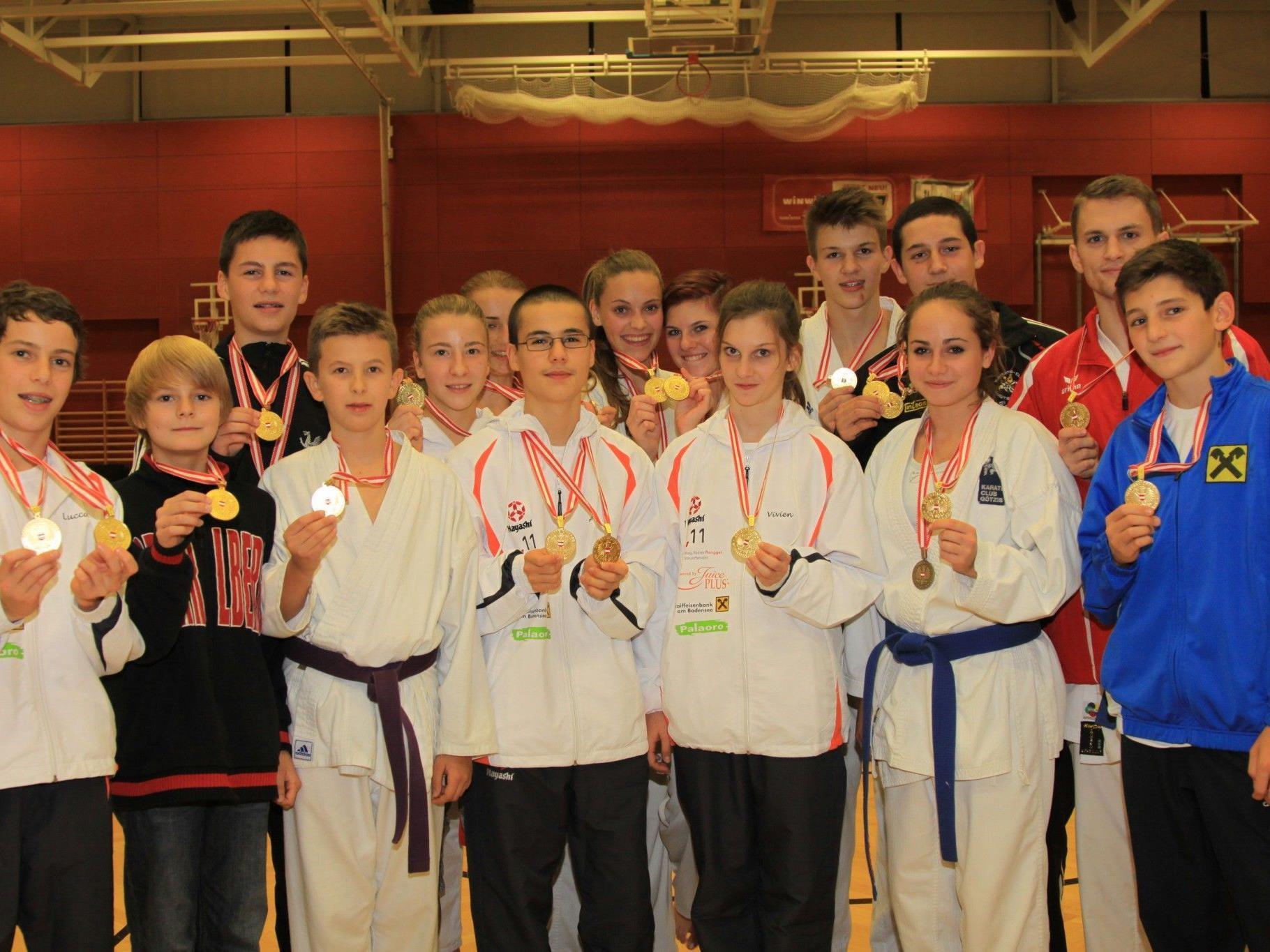 Alle Goldmedaillengewinner bei den Karate-Nachwuchstitelkämpfen in OÖ.