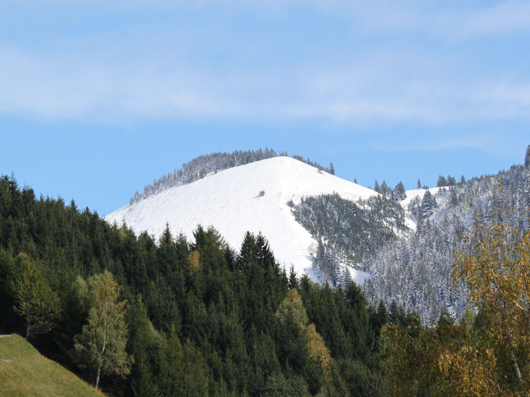 Erster Schneefall in dieser Herbst-Wintersaison am Fraxner First und Umgebung am Montag, 15. Oktober 2012.