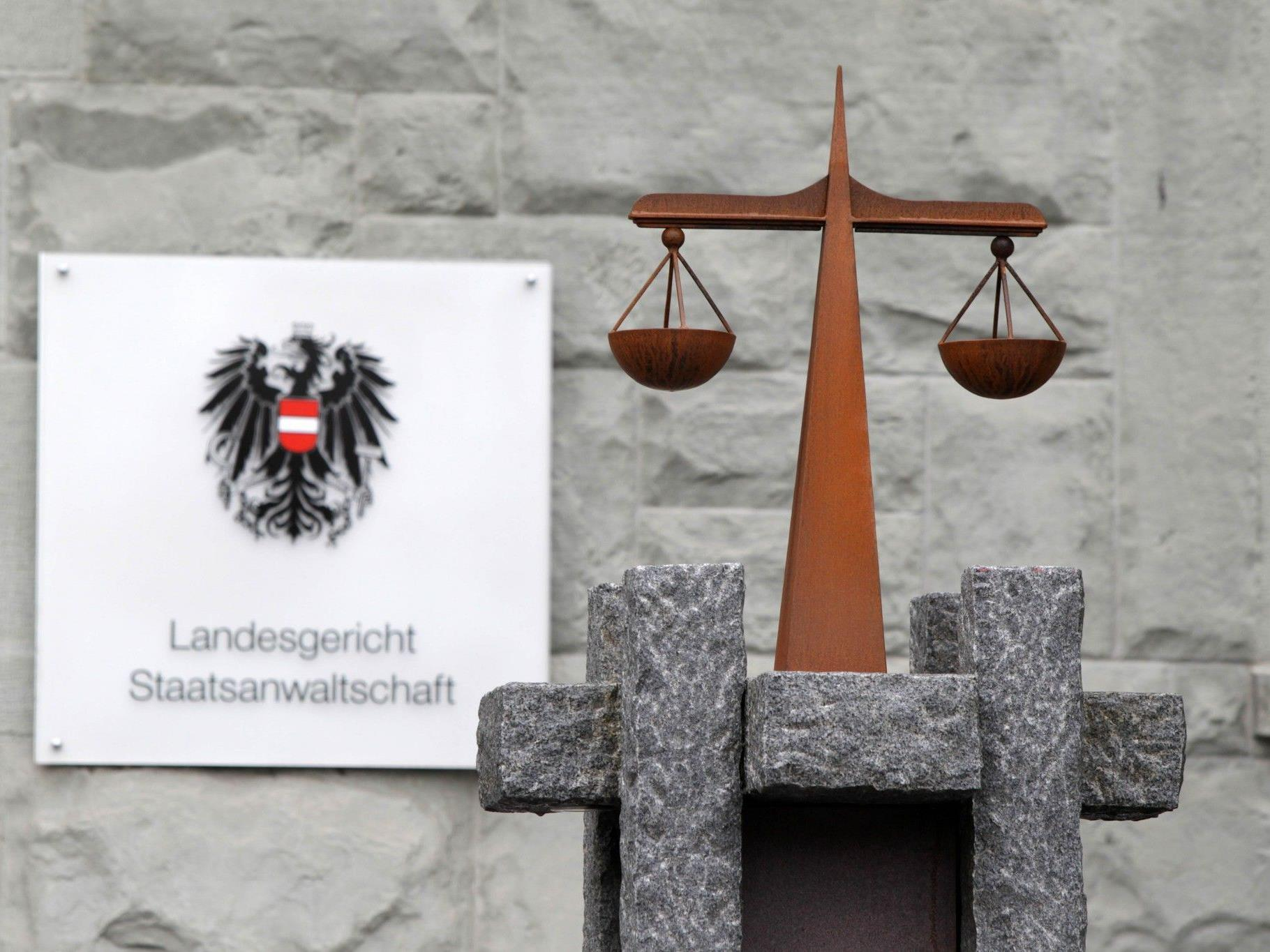 Prozess nach Fahrerflucht: Bedingte Haft und unbedingte Geldstrafe für Frastanzer.
