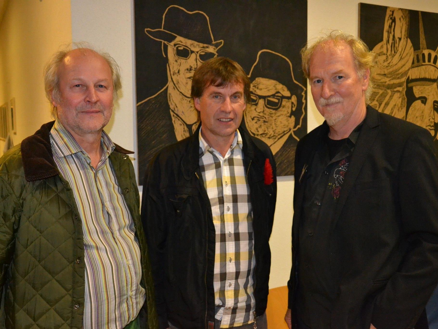 Hatten eine Galerie im Schulgebäude vorbereitet: v.l. Kunsterzieher Manfred Egender, BORG Direktor Thomas Rothmund & Gerhard Petter