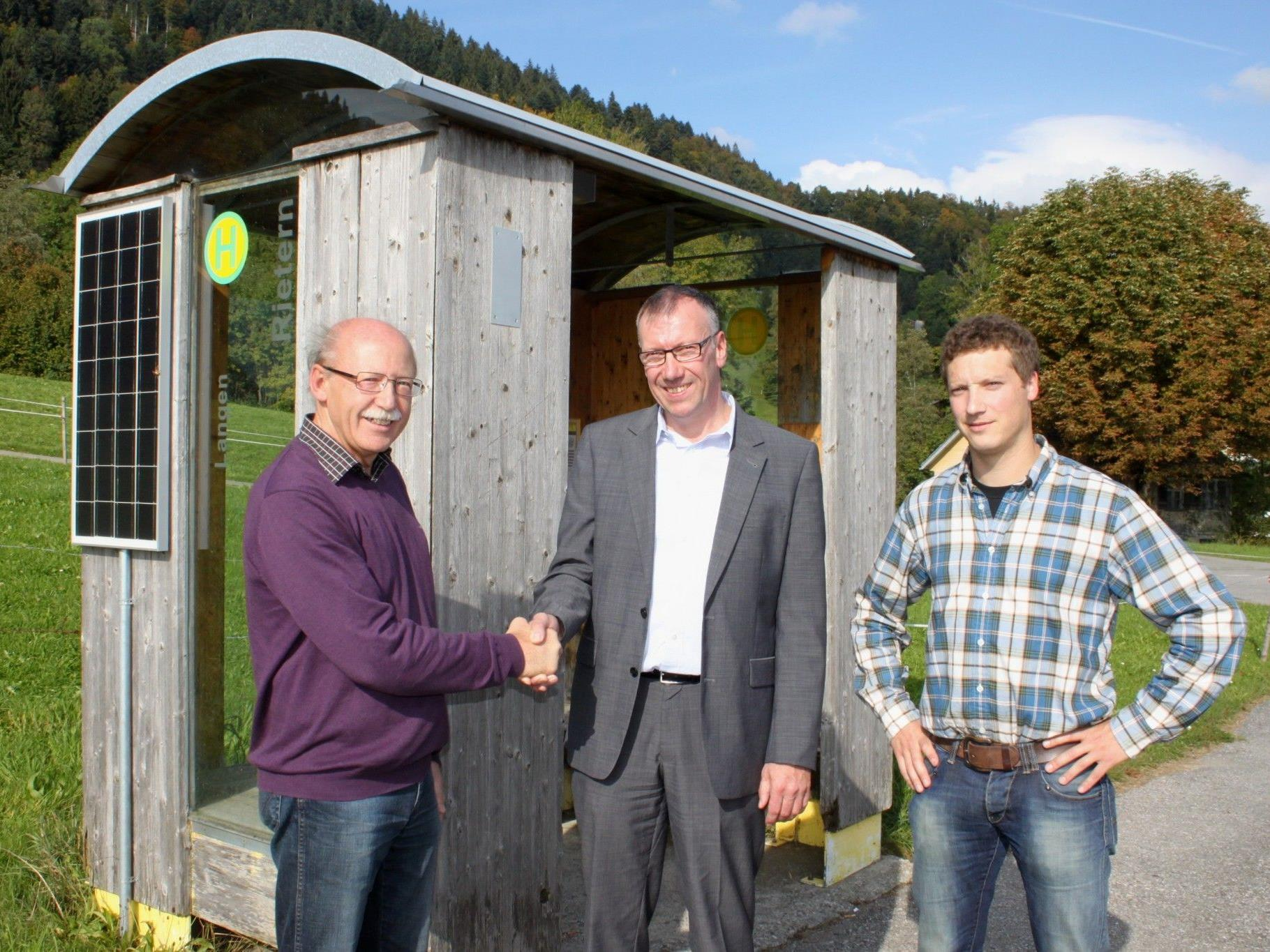 Übergabe eines bestens gelungenen Projektes: Bgm. Hans Kogler, EPS soltec GF Richard Hutter und Projektleiter DI (FH) Markus Hertnagel.