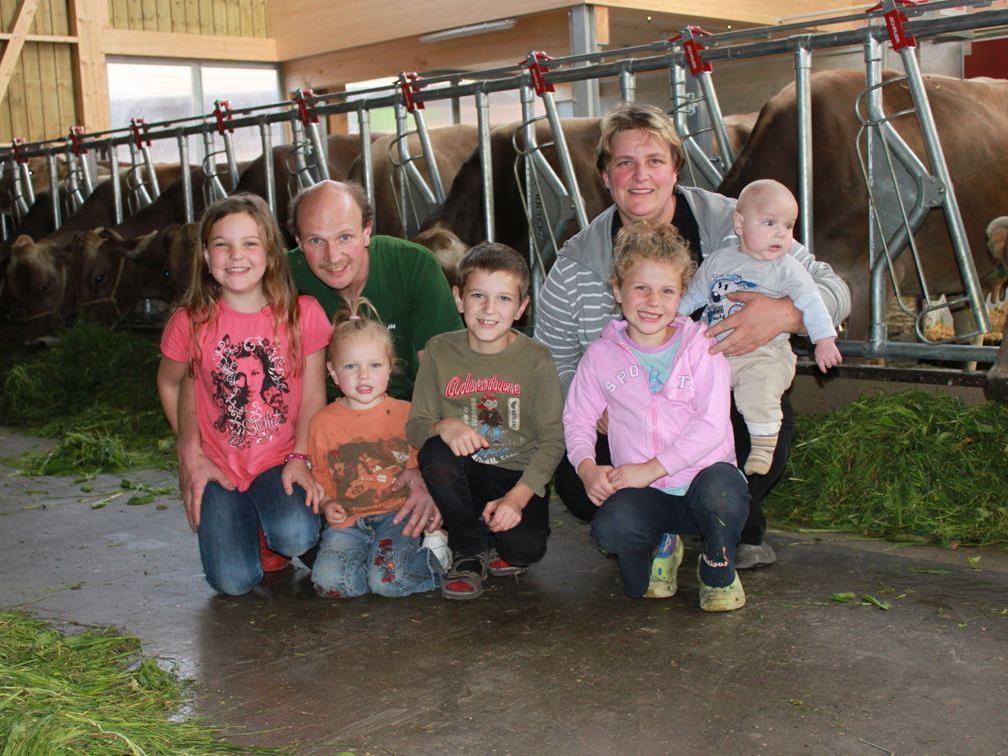 """Die Familie Faisst in Lochau lädt am Sonntag zum """"Tag des offenen Bauernhofes"""" in ihren neuen Landwirtschaftsbetrieb im Hofacker."""