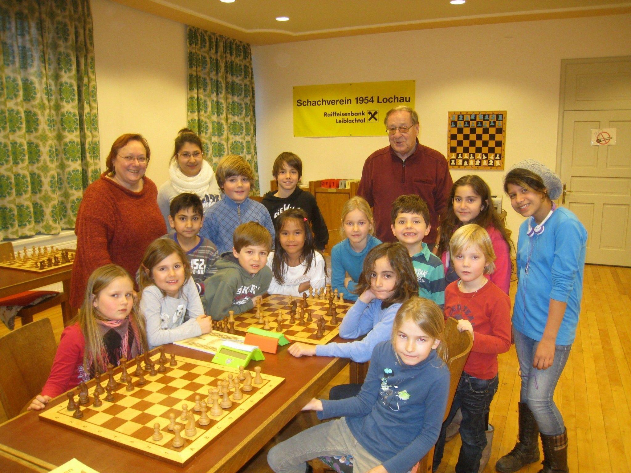 Dieser Schachkurs mit Helene Mira und Hans Rigg macht allen Kindern sehr viel Spaß.