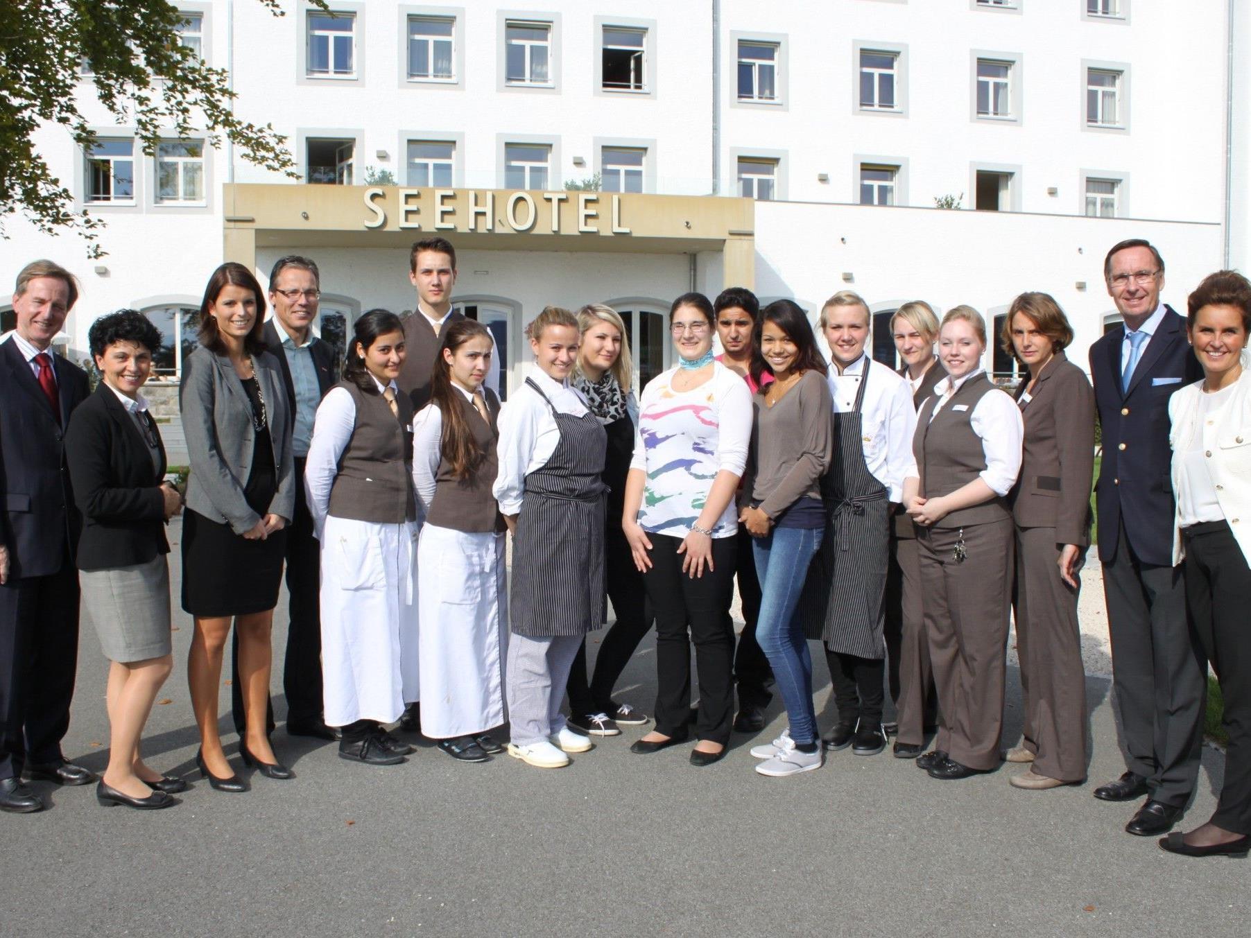 Das Seehotel Am Kaiserstrand präsentiert seine Lehrlinge in vier verschiedenen Berufen der Tourismusbranche.