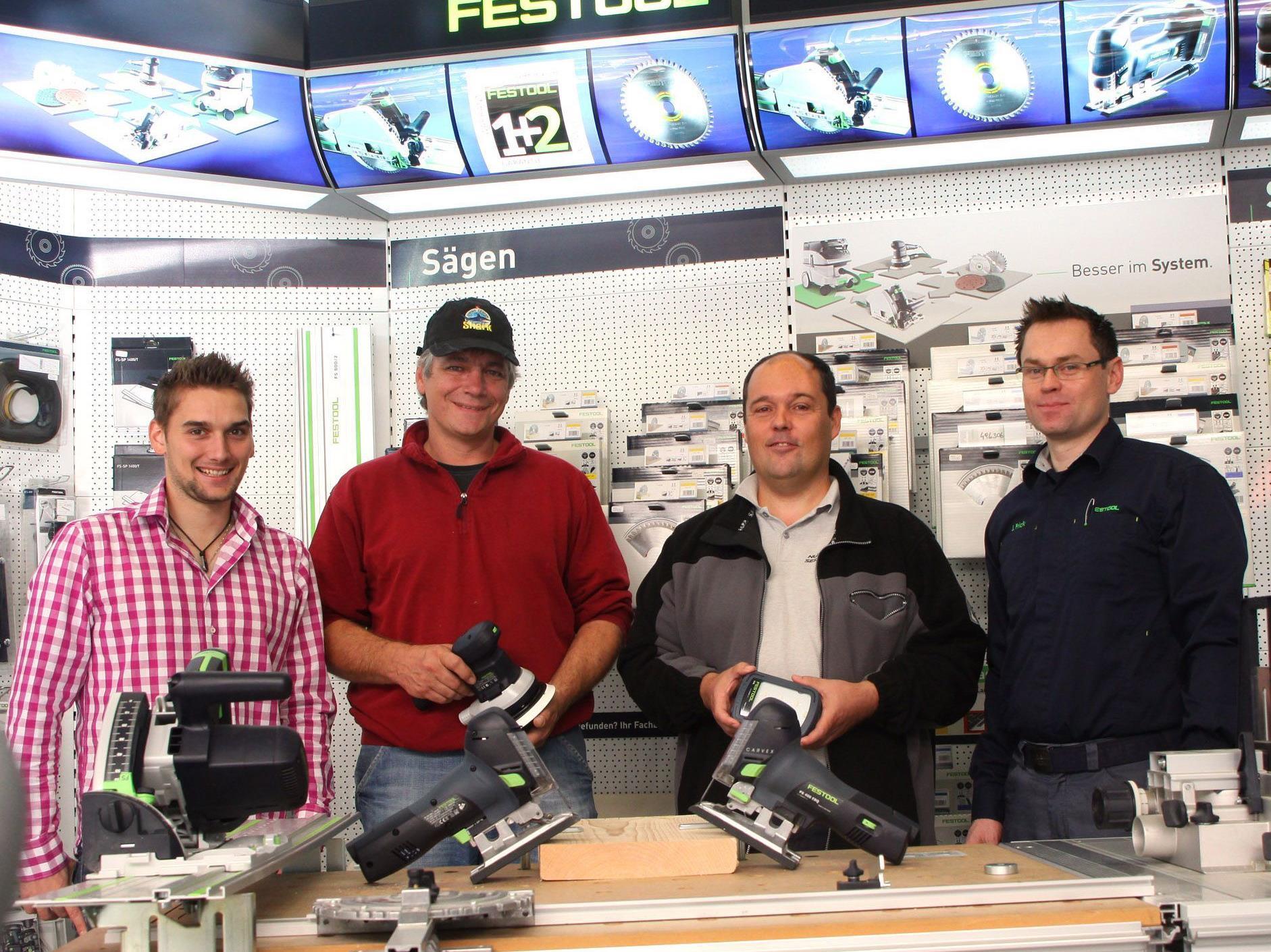 (v.l.) Manuel Flöry (Fa. Zimmermann), die Gewinner Gerhard Reinher und Peter Nußbaumer sowie Johannes Frick, Gebietsverkaufsleiter der Firma Festool.