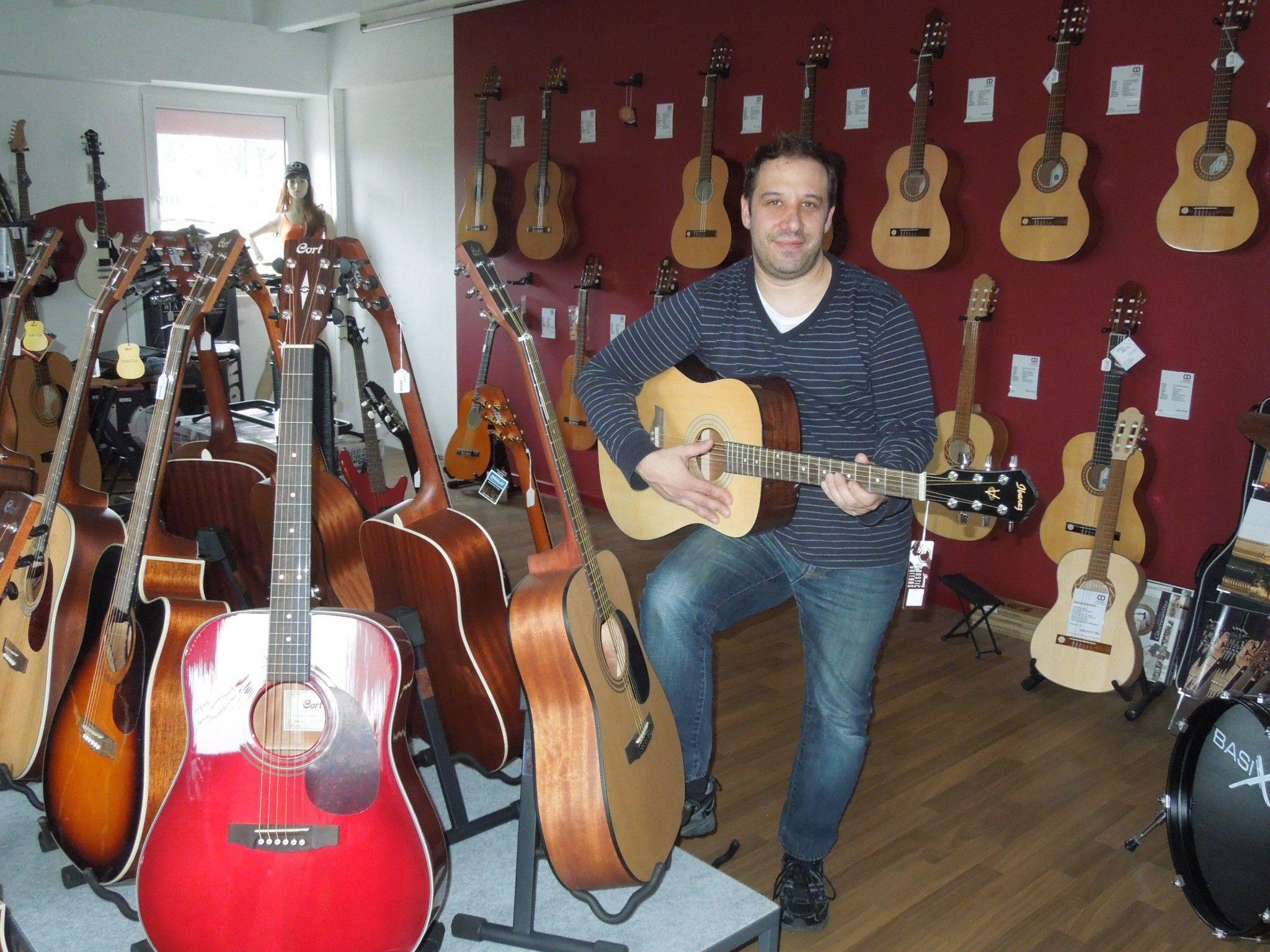 Christian Färber bietet seit vergangenem Jahr eine noch größere Auswahl an Musikinstrumenten an.