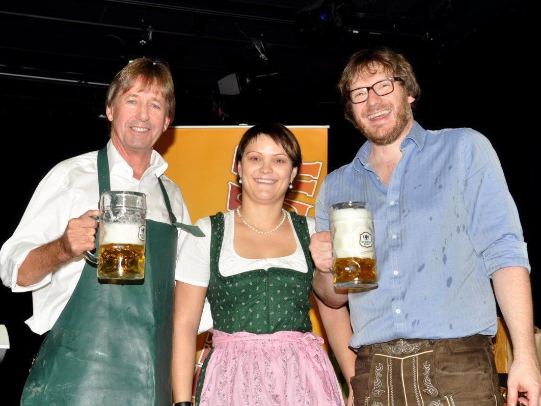 """Ozapft is"": Bgm. Fritz Maierhofer, Franziska Gächter und Michael Mallin."