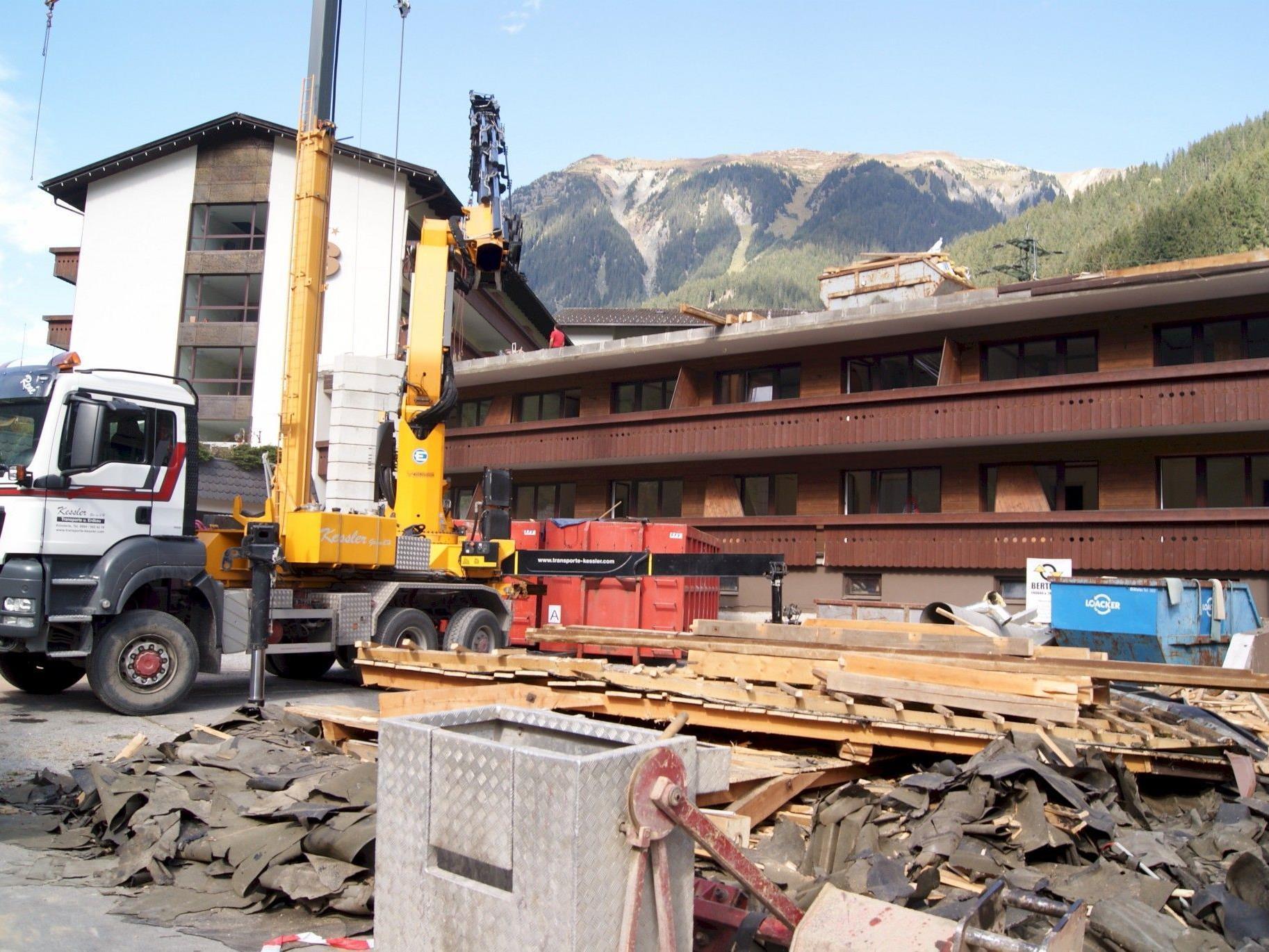 Als riesige Baustelle präsentiert sich zur Zeit das Sporthotel Silvretta Nova.