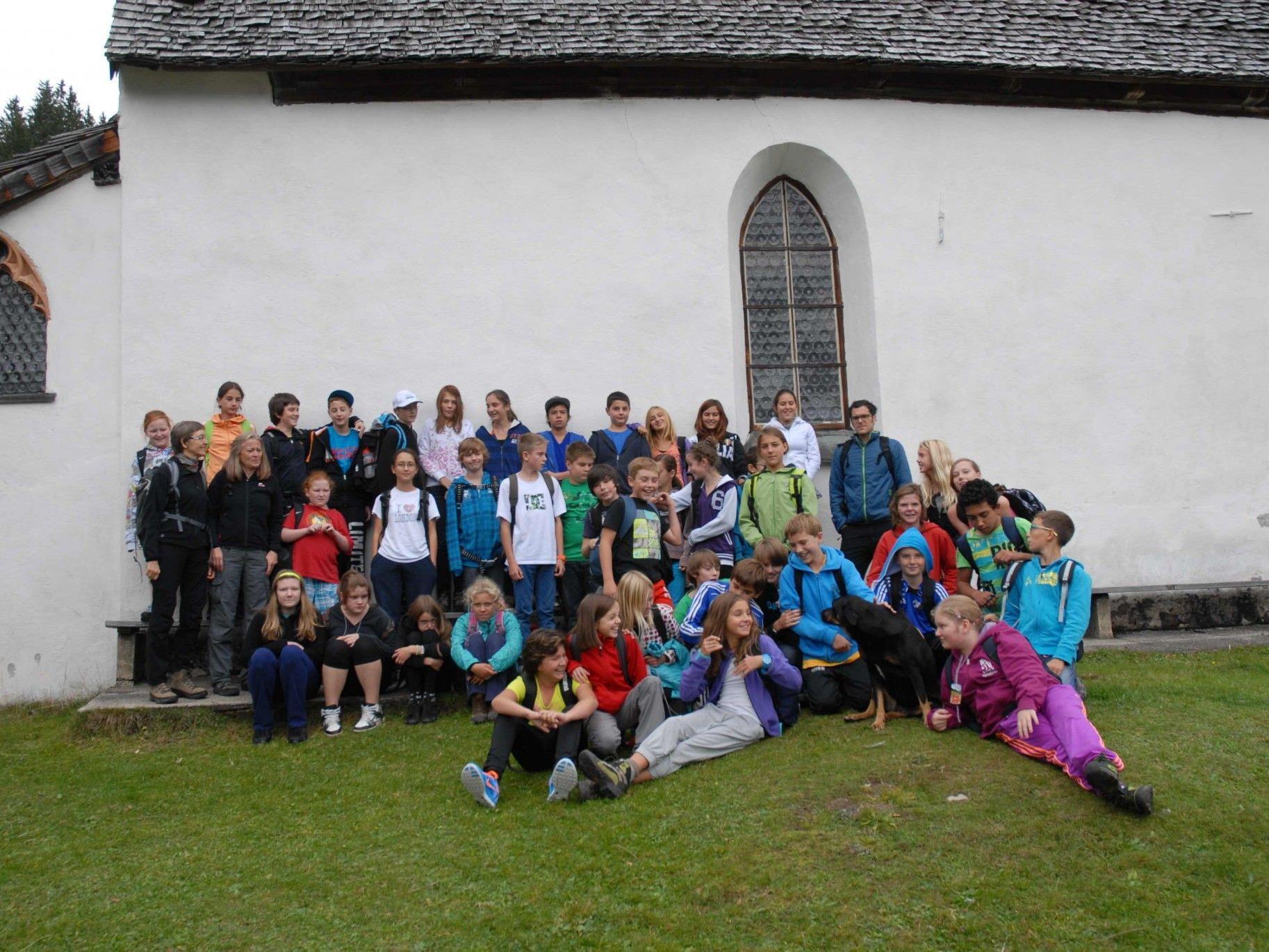 Die Schüler und Lehrpersonen besuchten die Bergknappenkapelle am Kristberg