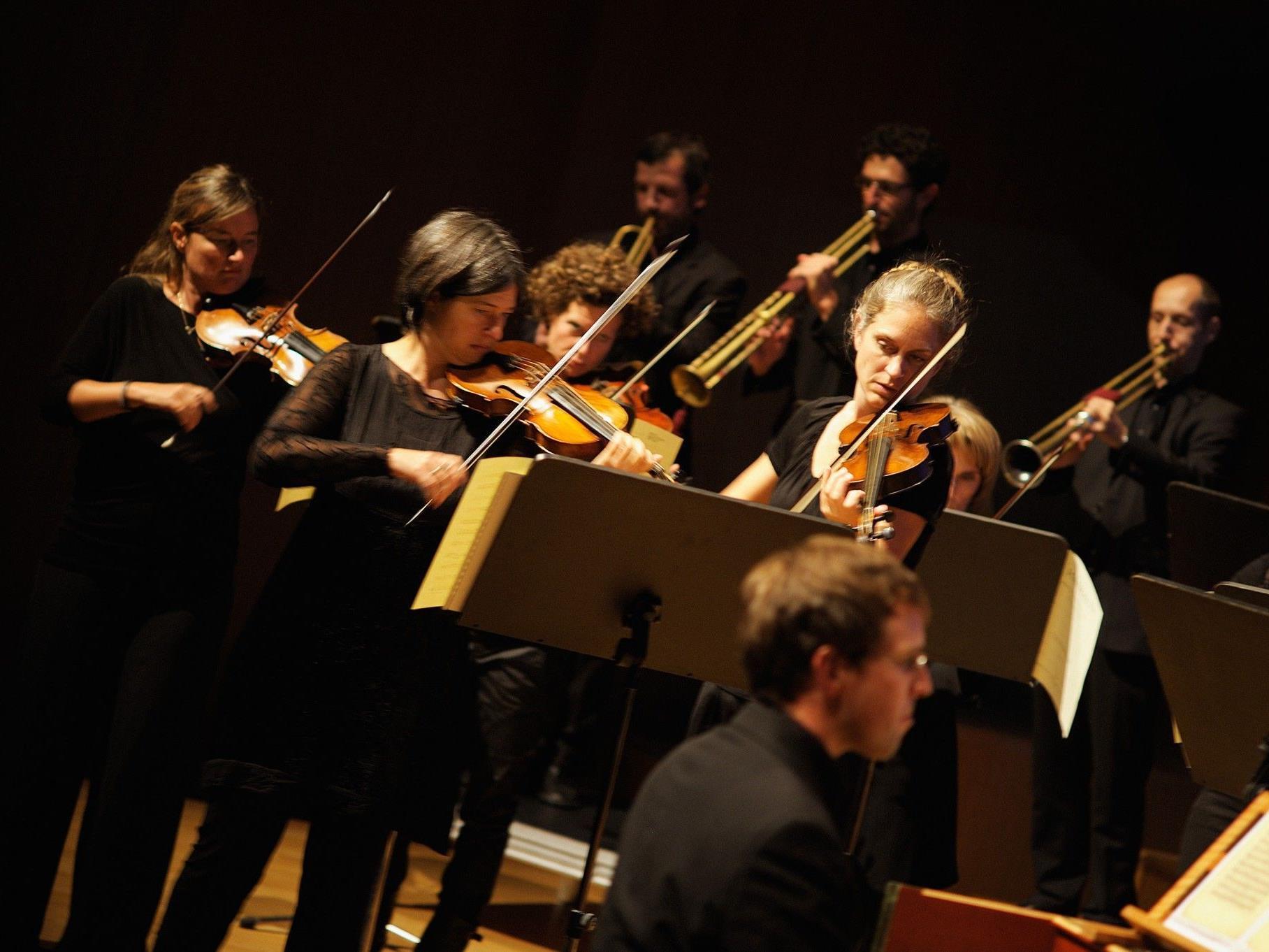 Blick in die Streichergruppe mit Cembalist Johannes Hämmerle.