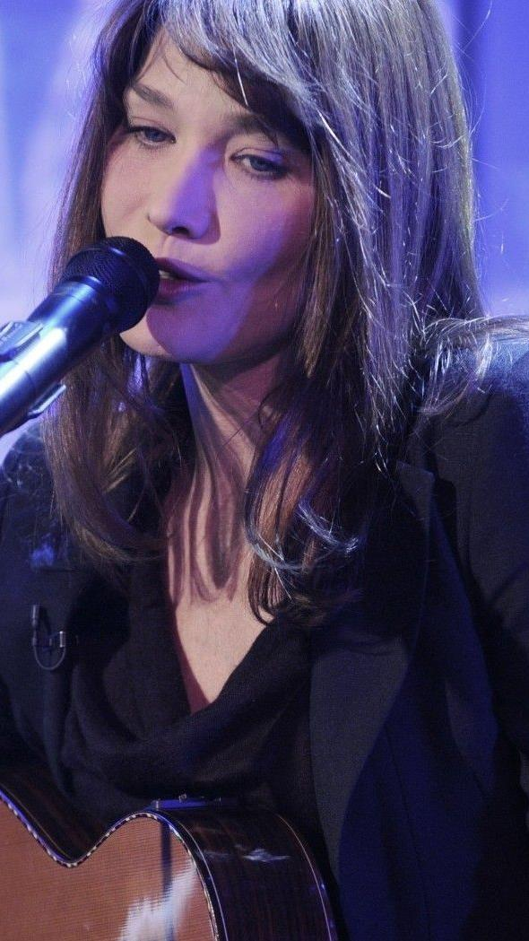 Die Fans von Carla Bruni dürfen sich über neue Lieder freuen
