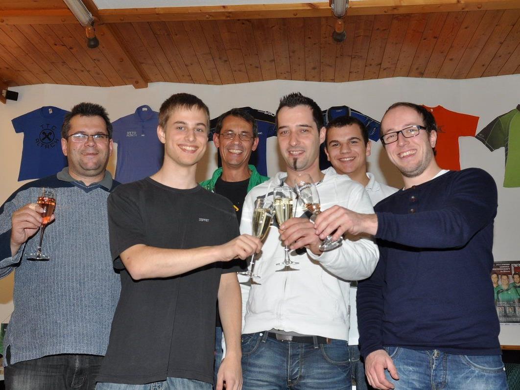 Ein Prosit auf das neue Clublokal: Der neue Vorstand des Union Tischtennisclub Ender-Klima Altach.