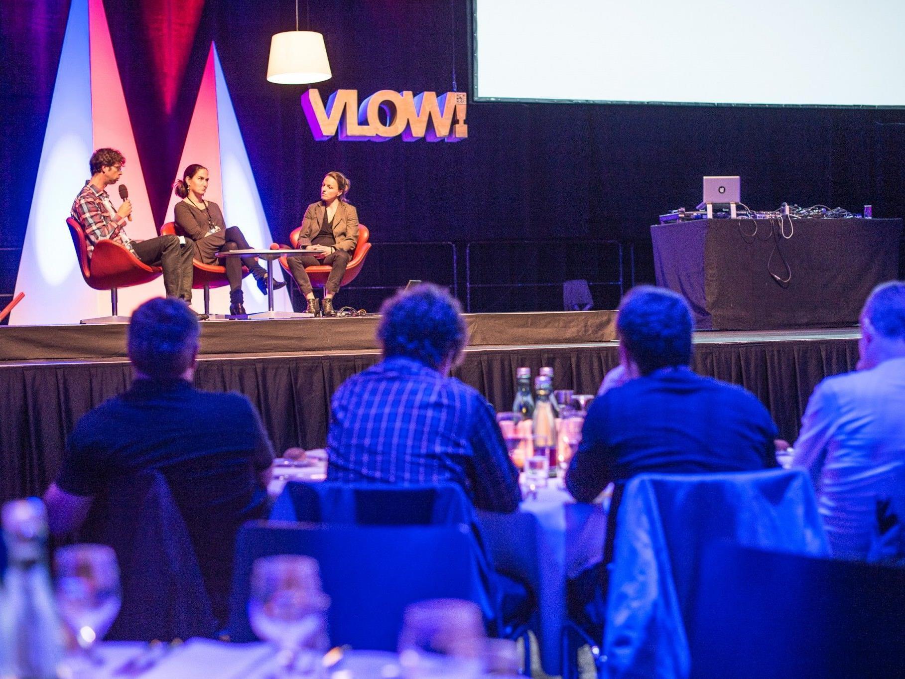 """Bei der VLOW!Night am Freitagabend erhielten die Kongressteilnehmer einen Einblick in das Rohrschacher Projekt """"Stadt als Bühne"""" und nützten die Gelegenheit zum Kennenlernen."""