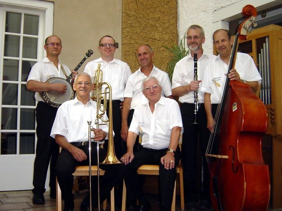 Die Jungs der Val Reno JB werden im Piazza zu Gunsten Ma hilft ein Jazzkonzert geben.