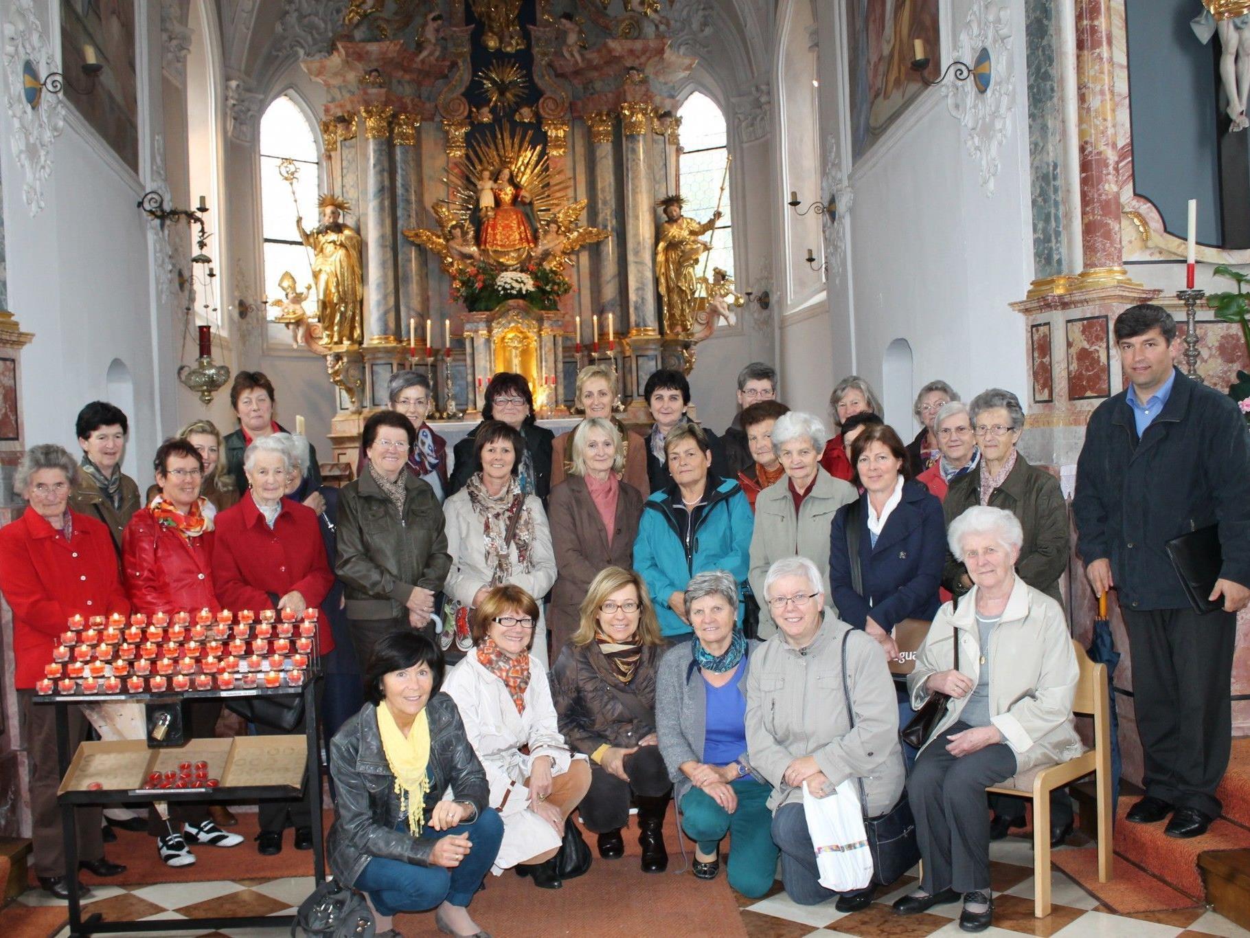 Pilgerinnen aus Ludesch mit Pfarrer in der Wallfahrtskirche