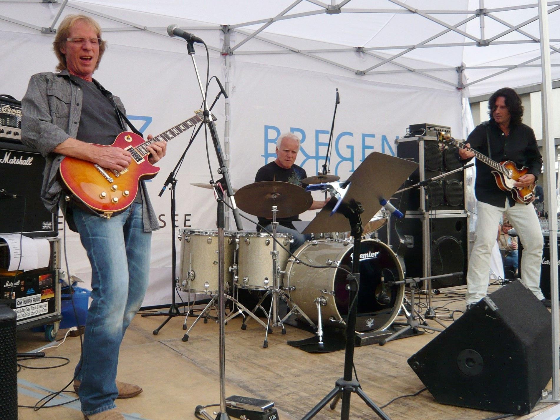 Harry Bischofberger rockt mit seiner Band die A.nette.Bar.