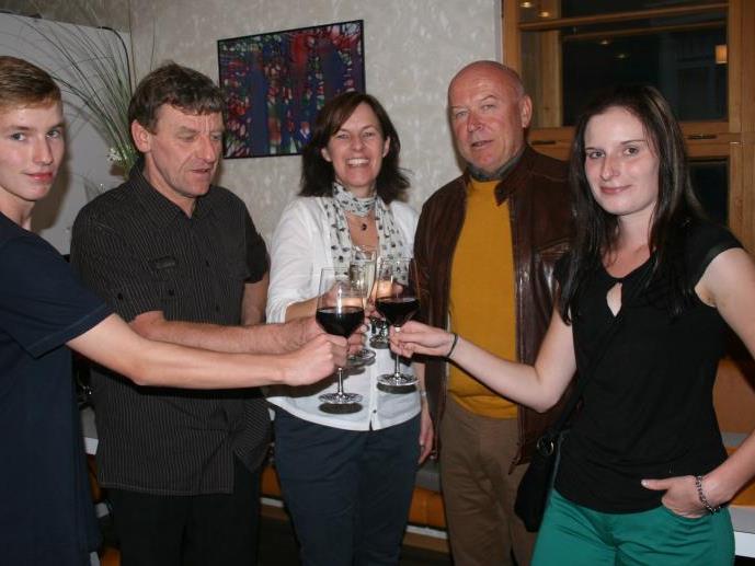 Bgm. Reinhard Dür gratulierte der Familie Greußing – Caesar, Brigitte, Claudia und Silvio – zur Rückkehr in die Heimatgemeinde.