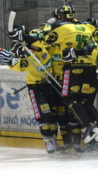 Jubel beim EHC Palaoro Lustenau: 3:2 Derbysieg in Feldkirch nach 0:2-Rückstand.