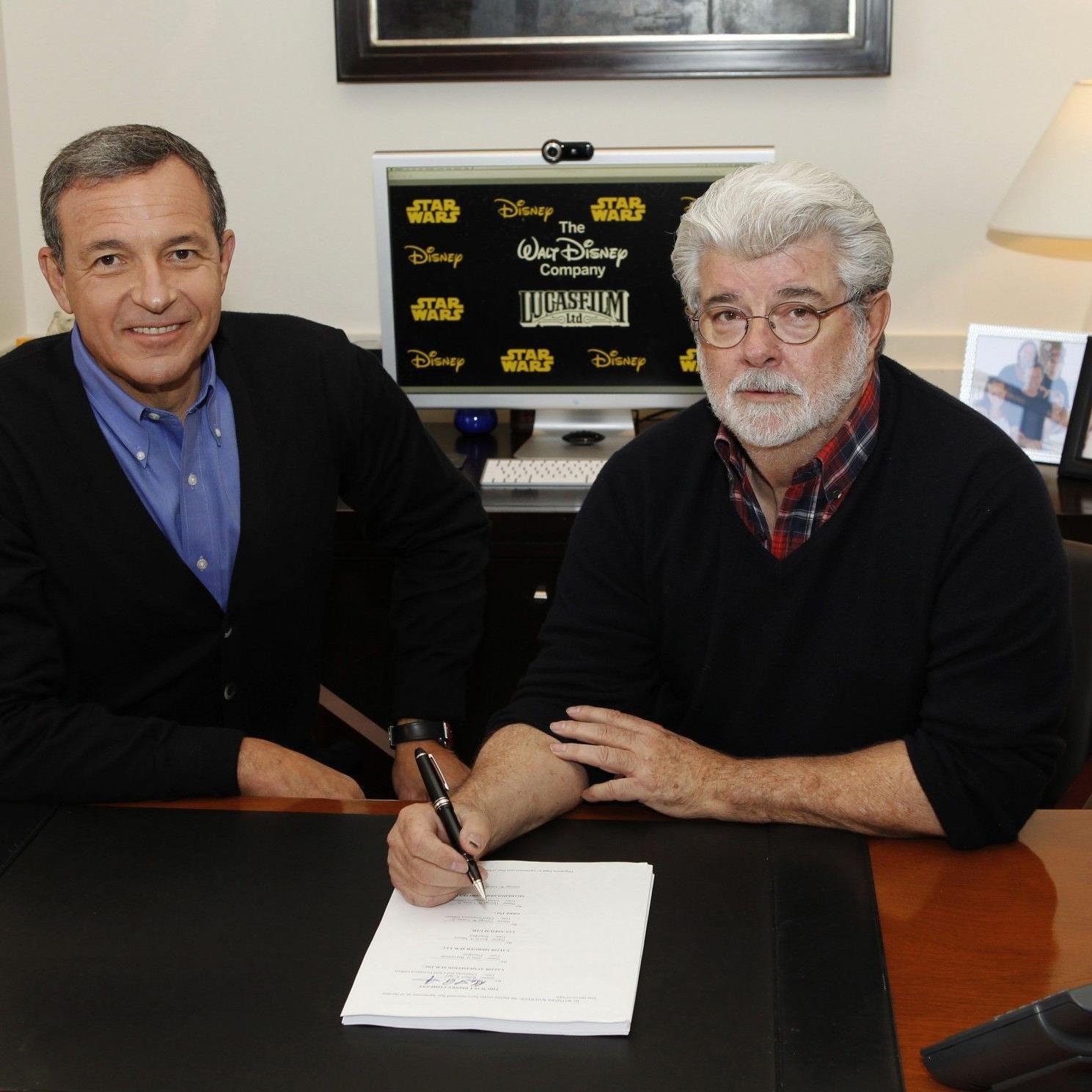 George Lucas' Unterschrift besiegelt am 30. Oktober 2012 die Übernahme.