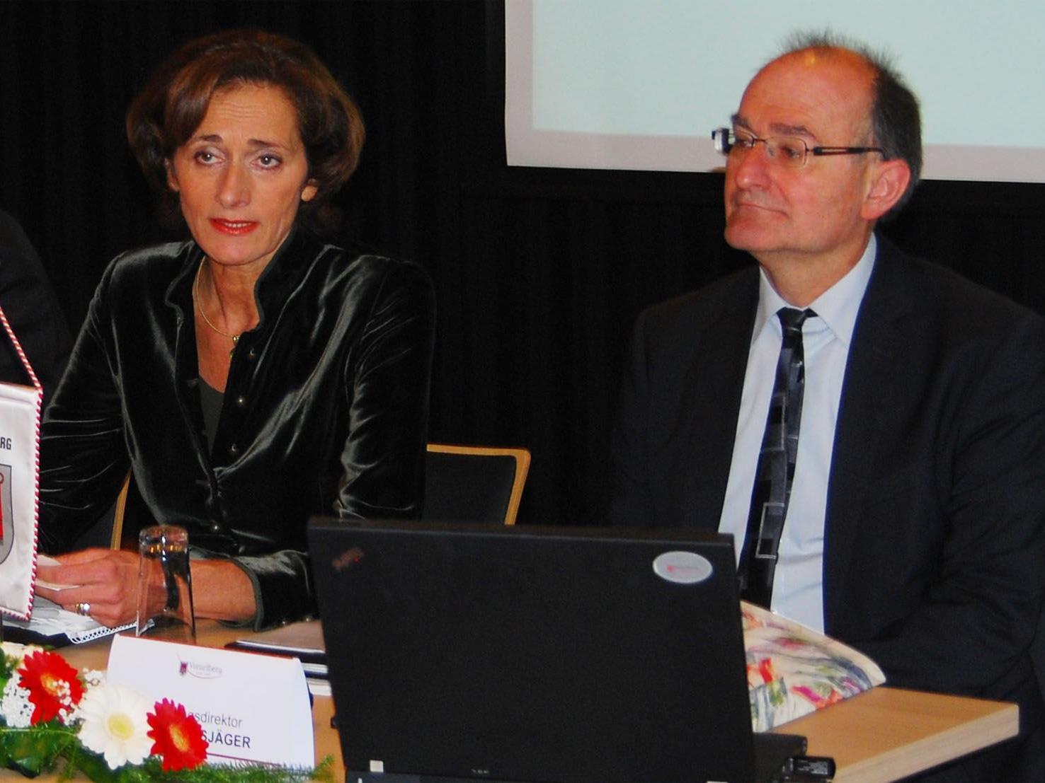 LT-Präsidentin Mennel und LT-Direktor Bußjäger, Leiter des Föderalismus Instituts Innsbruck.